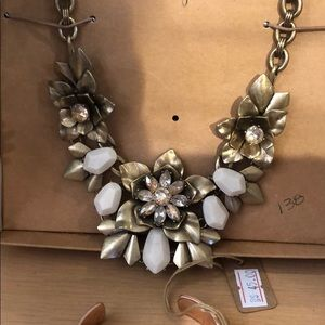 Gardenia statement necklace